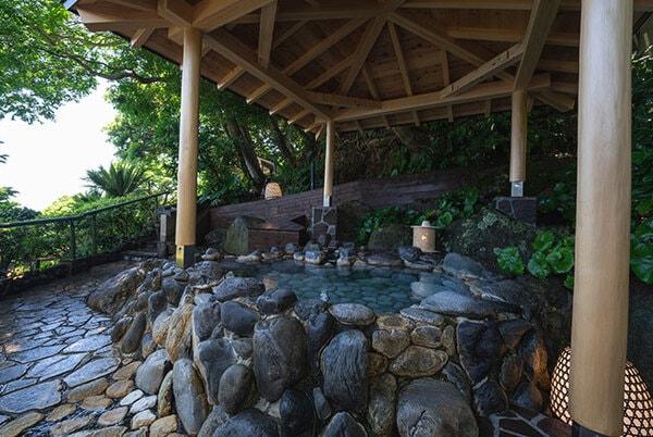 露天風呂 岩