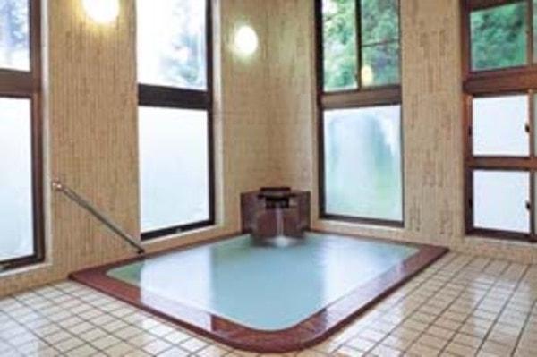 内湯 共同浴場で唯一、文豪・川端康成が雪国執筆の時に入った温泉と同じ湯元源泉が愉しめる