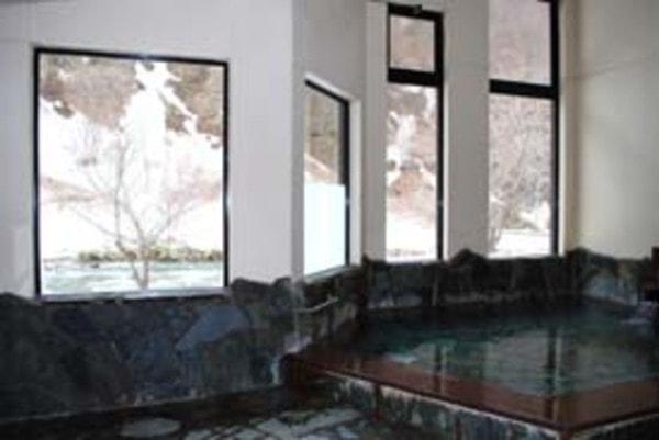 土樽共同浴場 岩の湯 内湯からの眺望