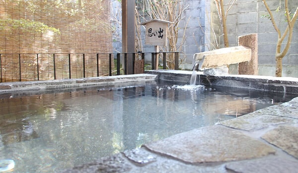 安田屋旅館 1階野天風呂