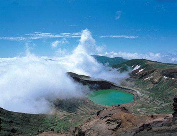 お釜(火口湖)