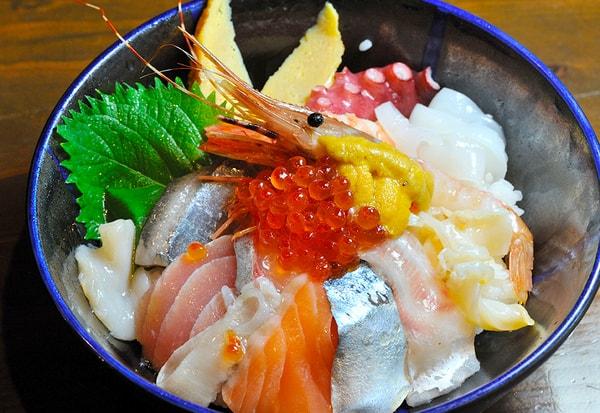海鮮丼(一例)