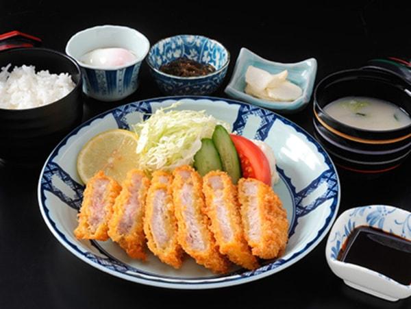 黒豚とんかつ定食(一例)