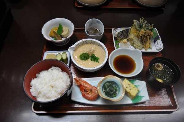箱根山とろろ御膳(料理一例)