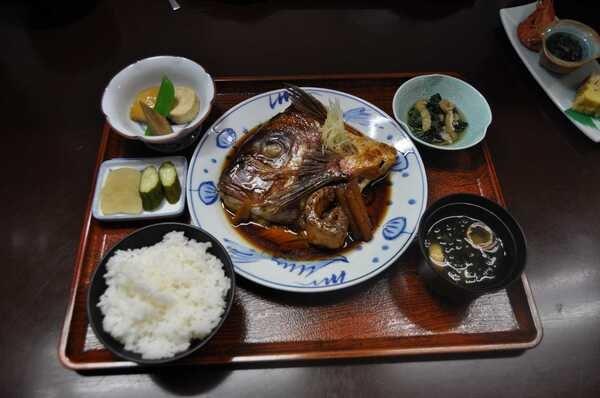 鯛のかぶと煮定食(料理一例)