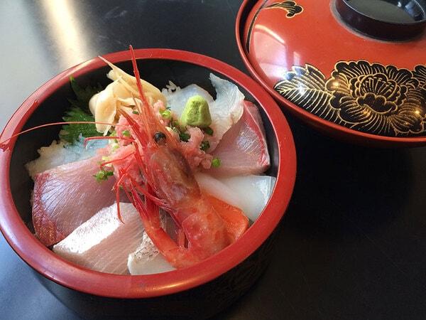 地魚料理磯亭 一番人気!海鮮丼(一例)