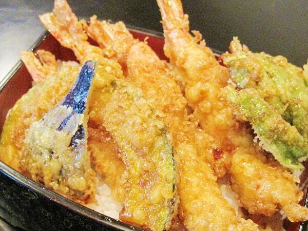 地魚料理磯亭 海老天重(一例)