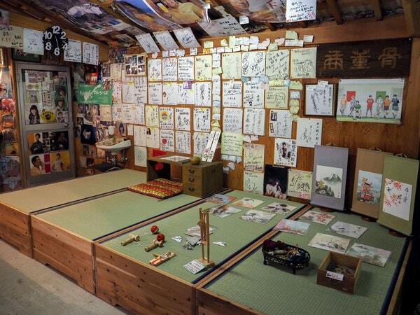 玩具体験コーナー けん玉・コマなど昔懐かしい玩具から、折り紙、習字体験ができる