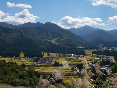 【越後湯沢温泉】川端康成の「雪国」の舞台。里山風景も旅情を誘うの温泉地