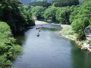 【鬼怒川温泉】都心からほど近い温泉地。美しい渓谷が見どころ