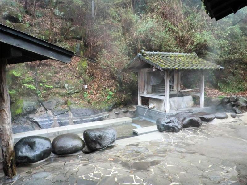 【宝泉寺温泉】ホタルの飛び交う温泉地として知られている
