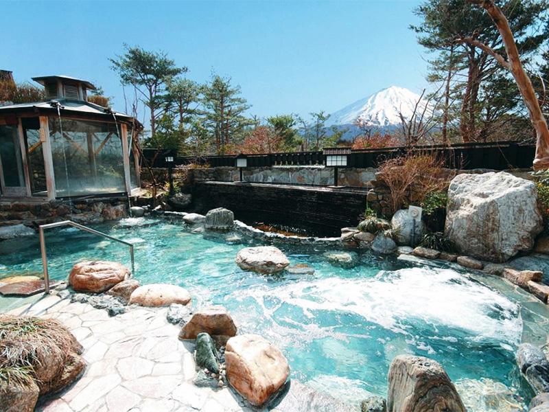 【鳴沢村天然温泉】雄大な富士を眺めながら16種類の温泉を堪能