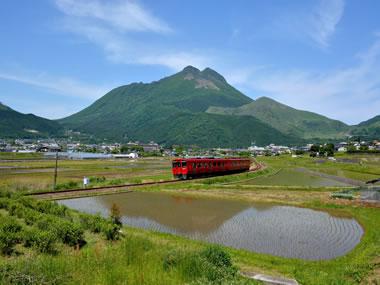 【由布院温泉(湯布院)】朝霧の下に広がる懐かしい日本の原風景