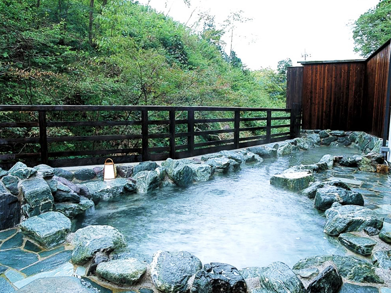【袋田温泉】日本三大名瀑「袋田の滝」の近くに湧く古湯