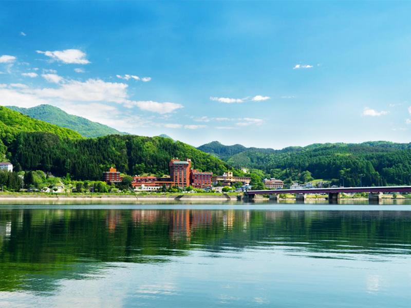 【つなぎ温泉】約900年の歴史をもつ湖畔の温泉リゾート