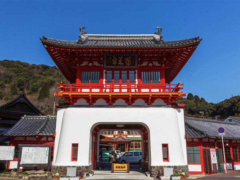 【武雄温泉】蓬莱山麓に湧き出す歴史長き古湯