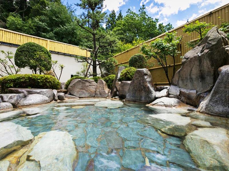 【三瓶温泉】三瓶山の南麓に湧く、湯治場の風情漂う高原温泉