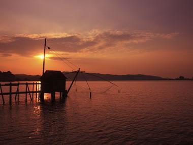 【はわい温泉】 美しい東郷湖の湖底から湧き出る温泉