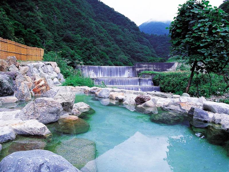 【小川温泉】清流の傍らに湧く越中の名湯