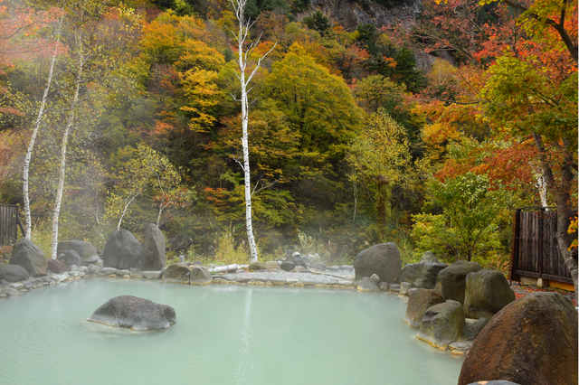 【七味温泉】露天風呂から見る紅葉が絶景。