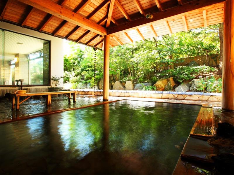 【岩室温泉】歴史長き温泉地で味わう効能高き湯と隠れ家気分