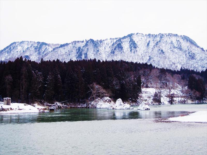 【麒麟山温泉】麒麟山の渓谷美を一望できる絶景温泉
