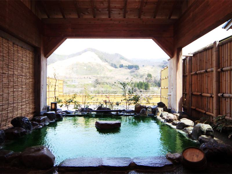 【咲花温泉】阿賀野川沿いに湧くエメラルドグリーンに輝く美肌の湯