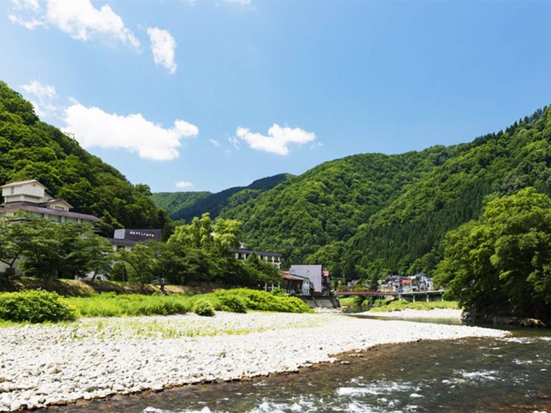 【瀬見温泉】小国川の豊かな清流に臨む、義経のロマン薫る伝説の湯