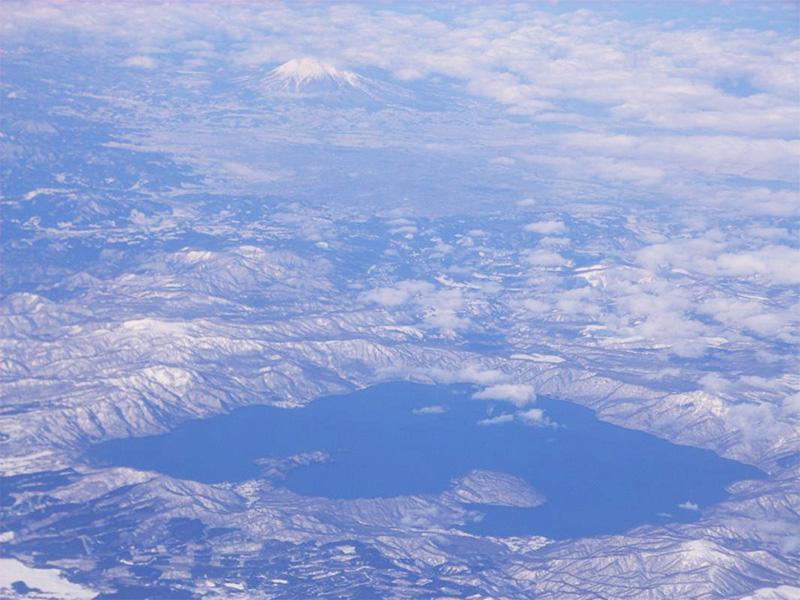 【十和田湖西湖畔温泉】十和田湖畔に建つホテルに湧く温泉