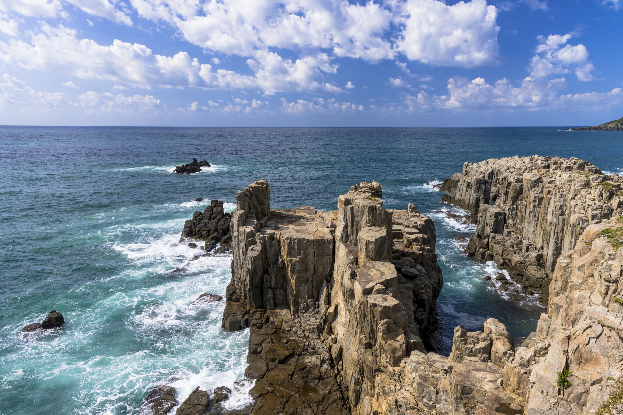 【東尋坊温泉】断崖絶壁の絶景スポット「東尋坊」が自慢