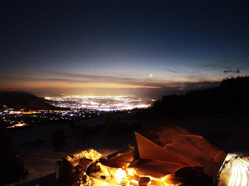 【信州よませ温泉】眼下にきらめく絶景を望むスキー場の温泉地