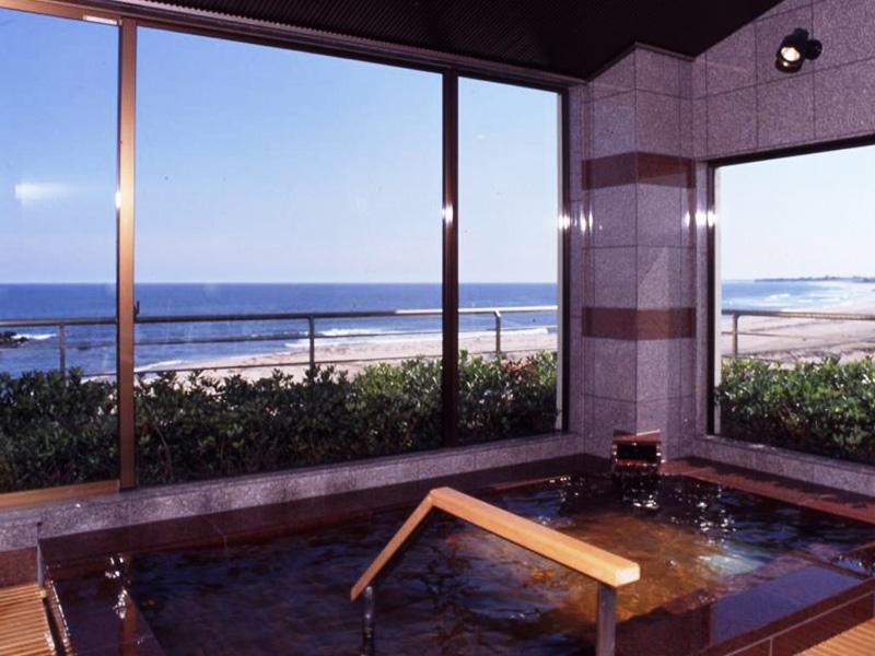 【平潟港温泉】ひなびた港風情漂う温泉地で味わう高温泉と海の幸