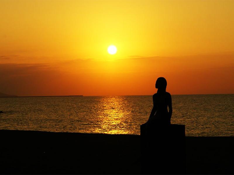【鵜の浜温泉】日本海の夕日と美しい湖沼群に囲まれた温泉地