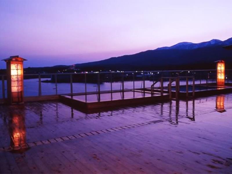 【佐渡加茂湖温泉】加茂湖の湖畔に湧く風光明媚な温泉地
