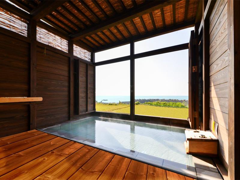 【鷹巣温泉】日本海の荒波を見下ろせる岩壁の温泉