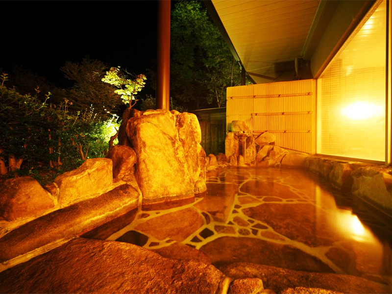 【温井温泉】伝説の龍姫湖のほとりに湧くラドン豊富な温泉