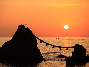 【鳥羽 安楽島温泉】鳥羽湾を眼下に望む絶景と夫婦岩が見どころ