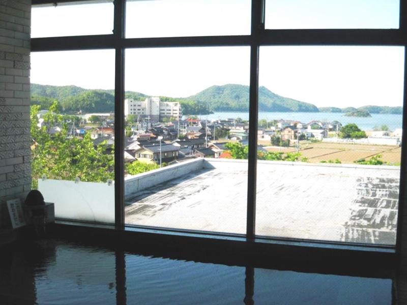 【湖山温泉】鳥取市の奥座敷、湖山池のほとりに湧くのどかな景観自慢の湯