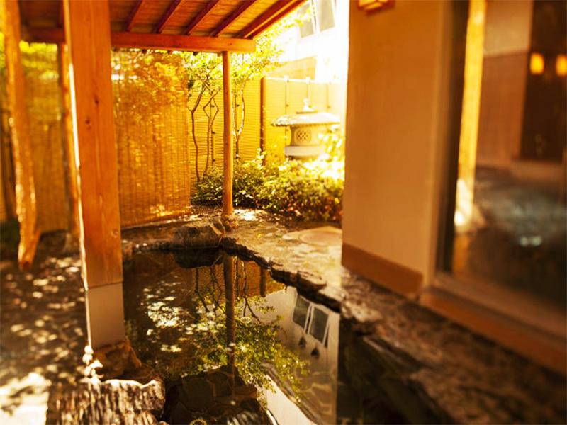 【上齋原温泉】中国山地に囲まれた山間に湧く温泉