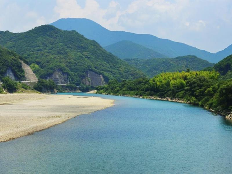 【日置川温泉】紀伊半島最後の清流「日置川」の河口に湧く良質な温泉