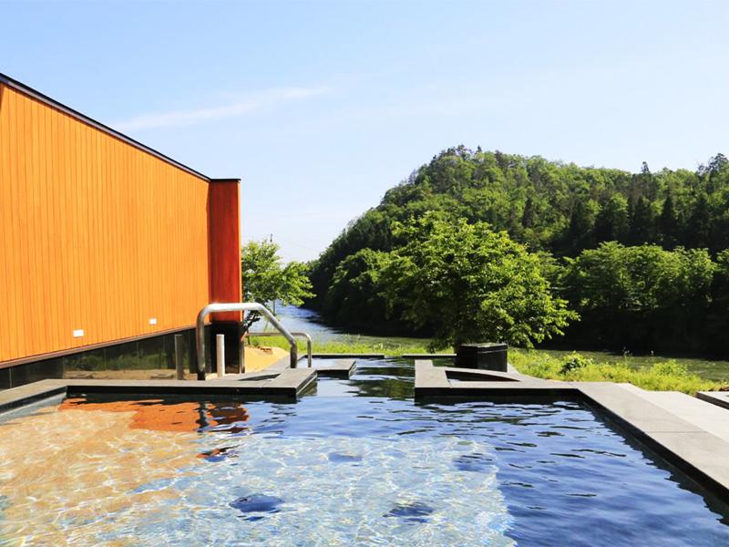 【碁点温泉】山形県村山市の最上川を眺める源泉かけ流しの露天風呂・温泉プールのある多目的温泉保養館。豊富な湯量が自慢