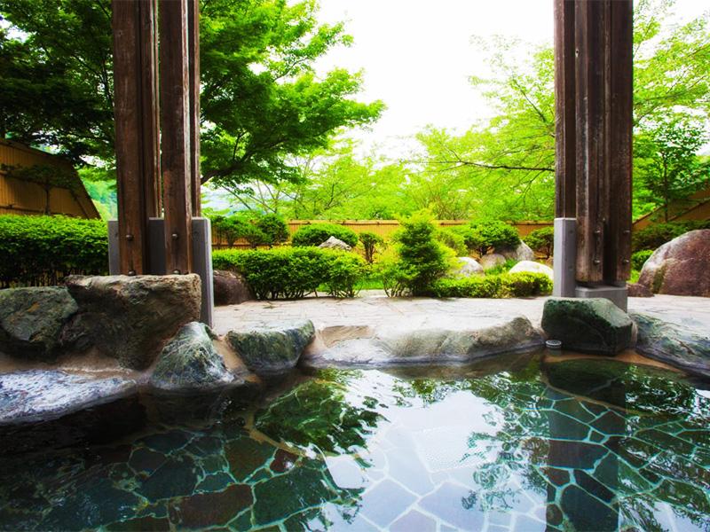 【高遠温泉】「天下第一」の桜とともに楽しむ美肌の湯