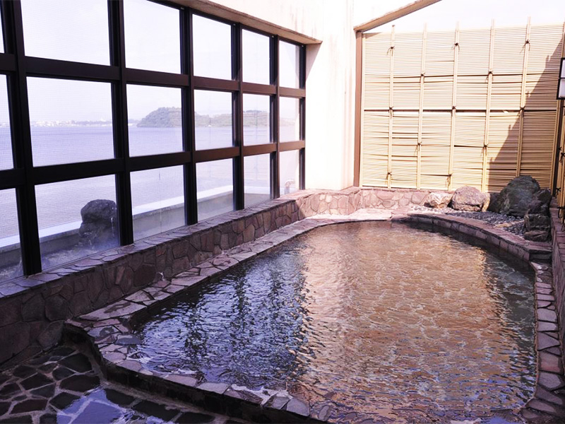 【霞の里温泉】雄大な湖山池のパノラマを楽しめる温泉