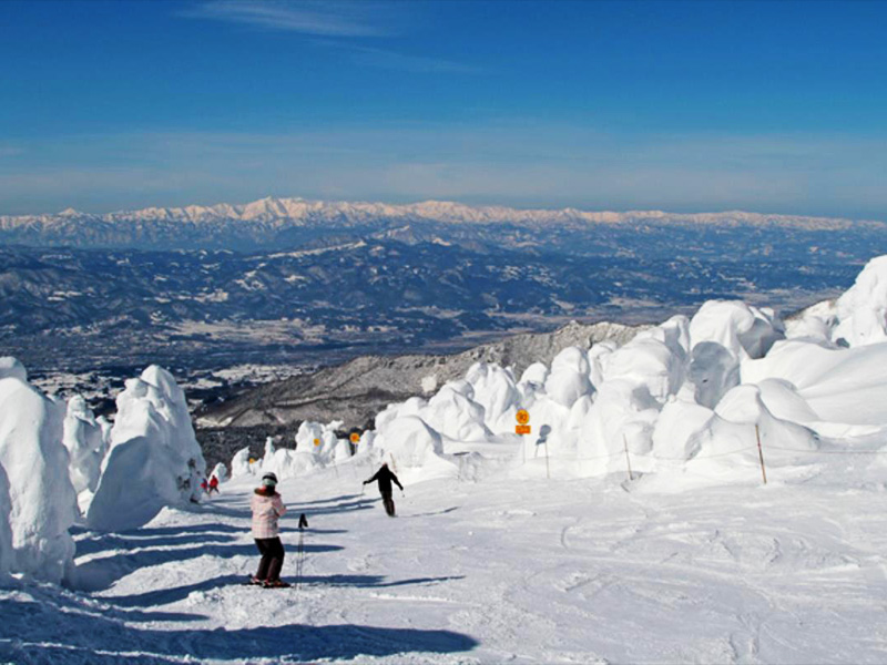 【黒沢温泉】雄大な山脈と高原に囲まれた温泉地