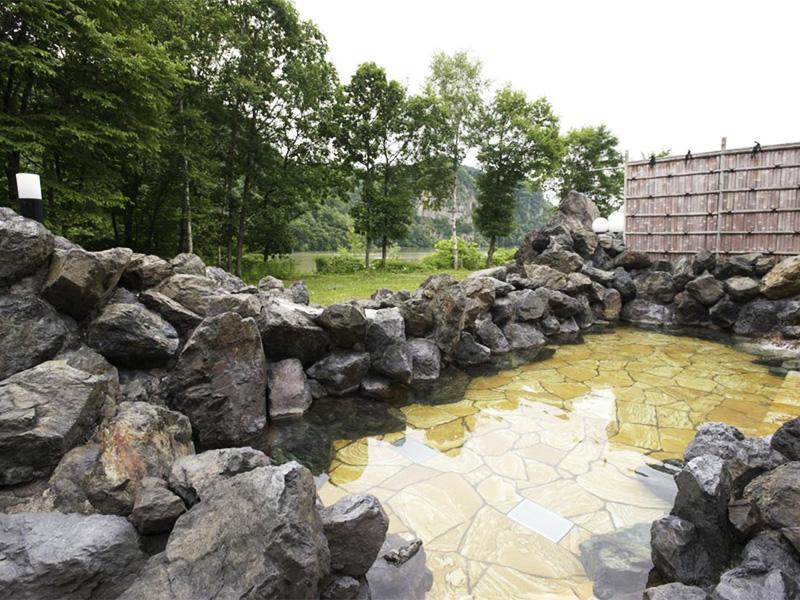 【くったり温泉】自然と共生する町で堪能するそばといで湯