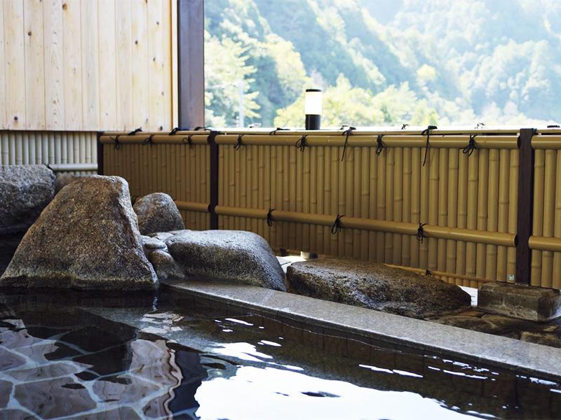 【熊野 入鹿温泉】世界文化遺産の熊野でトロッコ電車の湯巡りを