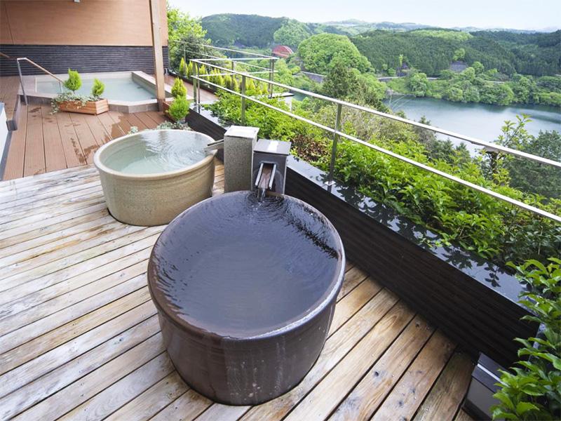 【名張 香落渓温泉】紺碧の湖面を見下ろしながら入る絶景の温泉