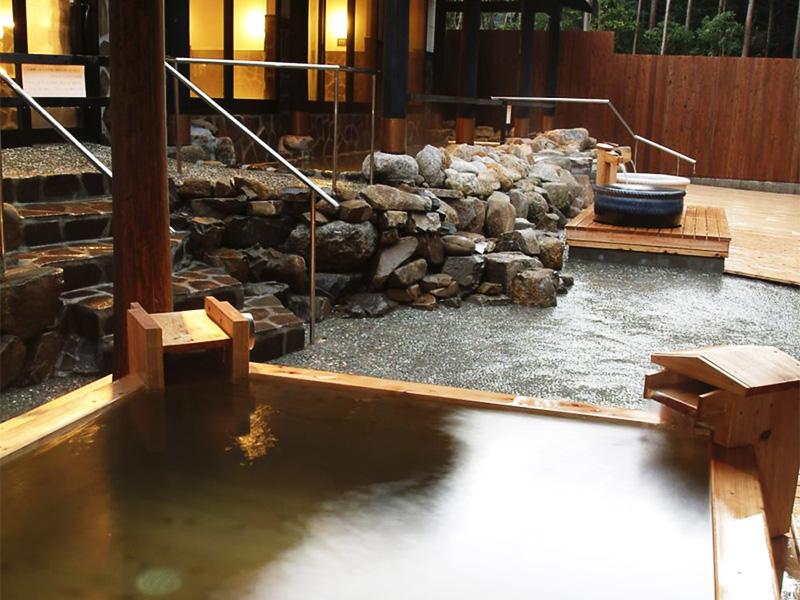 【屋久島温泉】神秘の森に湧くアクセス至便の温泉地