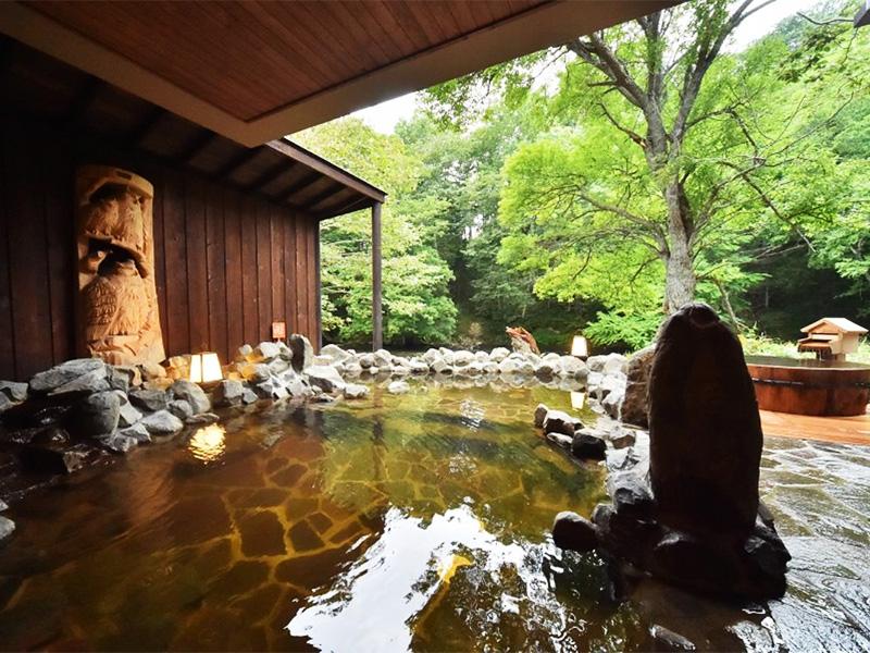 【雄阿寒温泉】神々の集う森、川辺に湧く湯を浴む