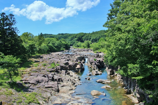 【厳美渓温泉】奇岩の織りなす絶景のすぐ近く、美肌の湯の一軒宿